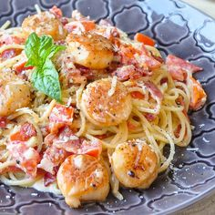 Creamy Garlic Scallop Spaghetti with Bacon - in well under 30 minutes, this in one quick & easy meal that's sure to impress; easily adapts to serve just 2.