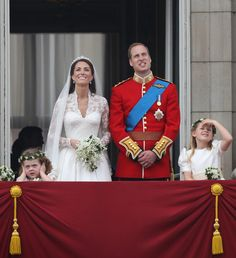 Prince William in Royal Wedding - The Newlyweds Greet Wellwishers From The Buckingham Palace Balcony