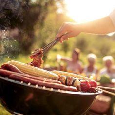 Der perfekte Griller kann je nach Anforderung mit Strom, Gas oder Kohle angefeuert werden. Halloumi, Spareribs, Beef, Food, Grill Accessories, Grill Party, Browning, Side Dishes, Food Dinners