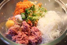 Friterte vietnamesiske vårruller med svinekjøtt (nakke/nakkekoteletter) Pizza, Beef, Baking, Ethnic Recipes, Food, China, Meat, Bakken, Essen