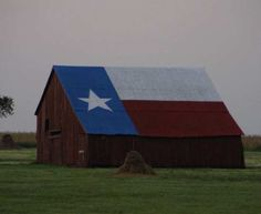 Texas Flag Roof Barn, Location: On the east side of I-35 just south of exit 314. Falls Co - TX