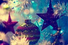 Que neste natal, o menino Jesus ilumine o seu coração. Que Ele traga a esperança de dias melhores e momentos especiais em sua vida.   Que neste natal, o menino Jesus ilumine sua família e coloque em seus corações que a união é a base essencial para manter o amor.  Que este natal seja mais do que uma simples festa. Que este natal seja a celebração de um sentimento de amor e paz.  Feliz Natal!
