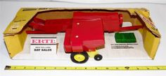 MINT-IN-BOX-OLD-STORE-STOCK-60S-70S-ERTL-SPERRY-RAND-NEW-HOLLAND-HAY-BAILER