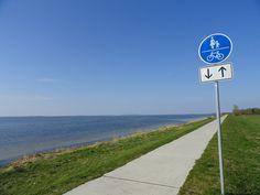 viele Radwege auf dem Deich Wind Turbine, Bike Trails, Cottage House