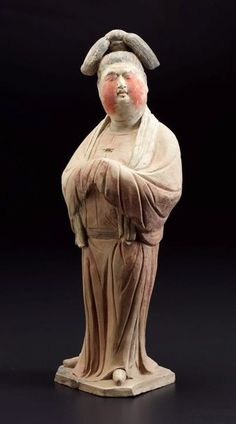A sizeable court lady stands on an irregular shaped base with head turned to the left and slightly upwards. She wears a large red coloured garment, fastened at the waist by a belt. Her hands, concealed in voluminous sleeves, are . Terracota, Ancient China, Ancient Art, Pottery Sculpture, Sculpture Art, Asian Sculptures, Art Through The Ages, Ceramic Figures, Asian History