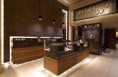 Leo Pizzo jewelry boutique in Milan by Diego Bortolato Jewelry Store Displays, Jewellery Shop Design, Jewellery Display, Jewelry Shop, Jewelry Stores, Gold Jewellery, Jewellery Showroom, Necklace Display, Mom Jewelry