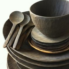 Wooden tableware by Masaaki Saito WABI SABI Scandinavia - Design, Art and DIY.: Wooden tableware by Masaaki Saito Wabi Sabi, Scandinavia Design, Kitchenware, Tableware, Serveware, Organic Living, Wooden Bowls, Wooden Plates, Wood Carving