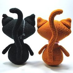 Kim Lapsley Crochets: Black Cat/Ginger Cat I like the tail and ears. Arms could be cuter. Could mix this and the jiji cat pattern Crochet Amigurumi, Amigurumi Doll, Amigurumi Patterns, Crochet Dolls, Crochet Patterns, Loom Patterns, Cute Crochet, Crochet Crafts, Crochet Baby