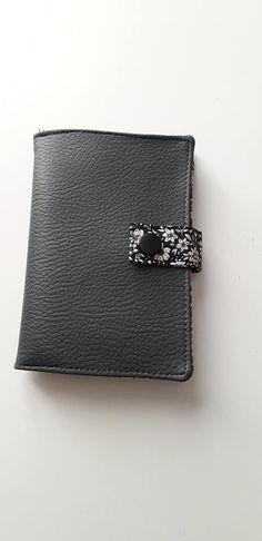 Portefeuille Compère en noir et blanc cousu par Rimbaud - Patron Sacôtin