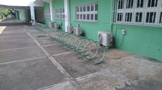 En el único lugar de Santo Domingo que hay estacionamiento para bicis, pabellón de natación, Centro Olímpico Juan Pablo Duarte