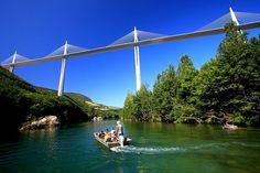 Naviguez au rythme des eaux fluviales du Tarn, avec les Bateliers du Viaduc à la découverte de paysages bien singuliers, de la faune et flore incontournable du Tarn.