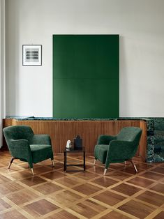 INSPIRATION GIO PONTIAll green armchairs by Gio Ponti.In thIS living room with a view of the mountains like in a Chinese landscape painting, the two Gio Ponti armchairs. Gio Ponti, Designers Italianos, Furniture Making, Living Room Furniture, Home Interior, Interior Design, Green Armchair, Curved Wood, Houses