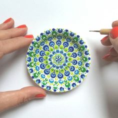 You should see me making this photo; with tripot in my mouth and pressing on the timer #stipstijl #dotsandpatterns #dotmandala #ceramiclove