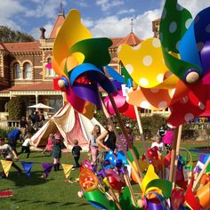 Whirly's @ Teddy Bears Picnic Ripponlea. Take your Teddy out for an adventure! Celebrating it's 25th year! (the event not the Estate est 1869 long time ago.......) #ripponlea #teddybearspicnic #whirly #windmills #rainbow #kids #party