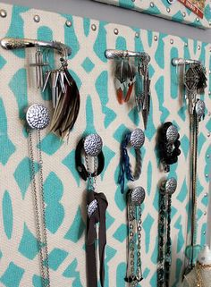 stenciled burlap jewelry holder- very similar to what I have but rather than using decorative nails, I love the idea of using handles and knobs!!