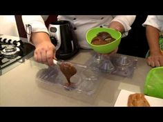 Aporenda a fazer um delicioso Cupcake com ganache de paçoca - YouTube