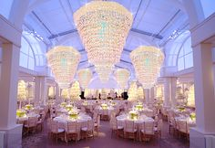 ABSOLUTELY GORGEOUS setting by the amazingly talented #PrestonBailey. Click below to find out how we can create the same look for your event!