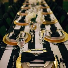 Color Inspiration: Modern Black on White Wedding Ideas - wedding centerpiece idea; via via Frosted Petticoat Scroll along to see more black on white wedding ideas that you should definitely steal for yourself! Mafia Party, Gatsby Party, Gatsby Wedding, Gatsby Theme, Festa Party, Party Party, New Years Party, Event Decor, Event Planning