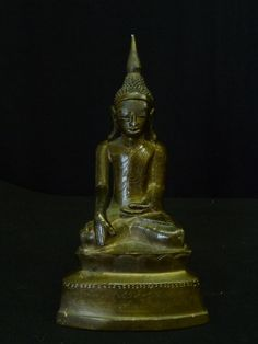Small Awa bronze Buddha with inscriptions. 17th cent. Burma