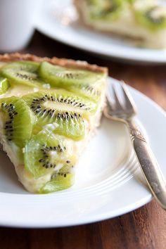 Kiwi Lime Pie w/ Walnut Crust Sweet Desserts, Just Desserts, Delicious Desserts, Yummy Food, Tasty, Cookbook Recipes, Fruit Recipes, Dessert Recipes, Cooking Recipes