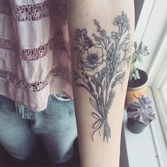 ✨Winner Update!!✨ Nobody got all 7 however the winner who entered 6/7 correctly first is @chelseallee3 ! Congrats!! Please DM me :) The correct florals are: Poppy, Lavender, Pepper berries, Sweet Peas, Rosemary, Baby's Breath and... Tower Mustard! ...... Mini Contest! This tattoo is a wild flower bouquet containing 7 different florals. Can you guys guess what they are? First person to correctly guess (in the comments below) the most by the end of the week will get one of my limited edition…