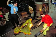 Chihuly IN THE HOTSHOP WITH JIM MONGRAIN, 2000