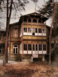 Świdermajer, Poland Wooden House, Beautiful Places In The World, Krakow, Architectural Elements, Art And Architecture, Monuments, Castles, The Good Place, Houses