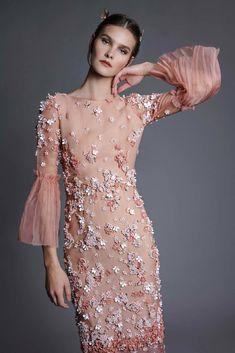 Designer Spotlight: Chana Marelus — The Pemberley Simple Dresses, Pretty Dresses, Beautiful Dresses, Dresses With Sleeves, Couture Dresses, Women's Fashion Dresses, Dress Outfits, Chic Dress, Dress Up