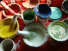 Pinturas caseras y naturales para el hogar Tableware, Food, Montessori, University, Aboriginal Painting, Natural Dyeing, Diy Decorating, Paint, Dinnerware