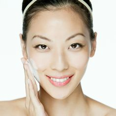 Do you have dry skin? Learn how to properly wash your face!