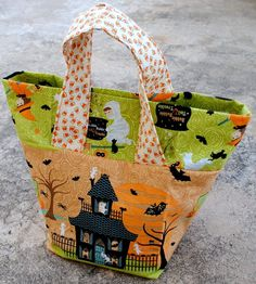 Halloween treat bag tutorial- I love how it closes but can still sit open to see the goodies!