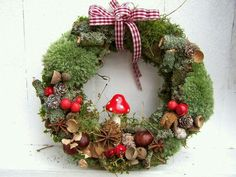 Afbeeldingsresultaat voor basteln im herbst mit naturmaterialien Christmas Makes, Winter Christmas, Christmas Wreaths, Christmas Crafts, Christmas Decorations, Christmas Ornaments, Holiday Decor, Autumn Crafts, Nature Crafts