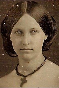 So not Civil War era, for sure. Antique Photos, Vintage Pictures, Vintage Photographs, Old Pictures, Vintage Images, Old Photos, Civil War Hairstyles, Victorian Portraits, Old Portraits