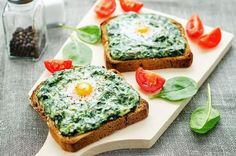 Healthy Snack Recipe: Creamy Spinach Toast: For those who find bread dry and difficult to ingest without oodles of butter or cheese, this creamy and moist spinach filling provides a low-cal alternative. Each toast adds up to just 26 calories per piece, wh Veggie Recipes, Vegetarian Recipes, Snack Recipes, Healthy Recipes, Healthy Breakfast Options, Healthy Snacks, Tostadas, Kids Meals, Easy Meals