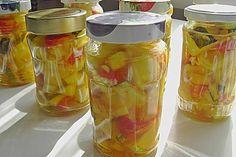 Zucchini, eingelegt mit Paprika und Knoblauch, ein schönes Rezept aus der Kategorie Gemüse. Bewertungen: 10. Durchschnitt: Ø 4,1.