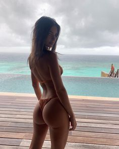 Here's the five-step routine. Sexy Bikini, Bikini 2018, Bikini Beach, Thong Bikini, Emily Ratajkowski, Emrata Instagram, Mädchen In Bikinis, Shooting Photo, Poses