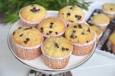 I Muffin con gocce di cioccolato sono probabilmente i muffin più famosi, tempo fa ne avevo preparata una versione che prevedeva nell'impasto l'utilizzo dello yogurt al posto