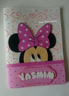 Capa para carteira de vacina tema Minnie Foam Crafts, Preschool Crafts, Diy And Crafts, Crafts For Kids, Paper Crafts, Disney Cards, Cute Pens, Stationery Craft, Decorate Notebook