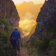 kad nenotiek kā plānots tad sākās vislabākie piedzīvojumi #madeiraisland #madeira #portugal #hiking #backpacking #backpacker #outdoors #nature #sunset #mountains #ospraypacks #travel #mountains #clouds #landscape #picoruivo #picodeareiro by raiwiss