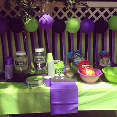 Party decor! Balloon and streamer backdrop grave digger party monster truck party