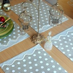 This Pin was discovered by Hay Fabric Crafts, Sewing Crafts, Sewing Projects, Projects To Try, Table Runner And Placemats, Burlap Table Runners, Plate Mat, Diy And Crafts, Arts And Crafts