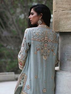 Designer Dresses at sale prices Pakistani Outfits, Indian Outfits, Pakistani Couture, Indian Style Clothes, Mode Kimono, Embroidery Suits, Desi Clothes, Indian Designer Wear, Mode Inspiration