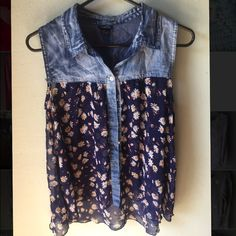 Floral blouse Rue 21 floral blouse. Loose and airy. Perfect summer top for down by the lake. Rue 21 Tops Blouses