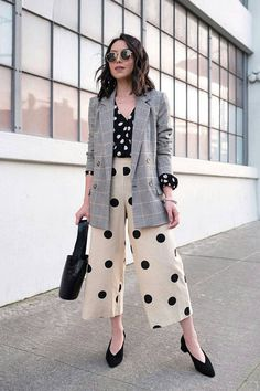 Kate Ogata polka dot outfit, white wide leg pants in black polk dots with a black blouse with white polka dots and an oversize blazer, a cool polka dots outfit, wide leg cropped pants, Chic Outfits, Summer Outfits, Fashion Outfits, Fashion Tips, Fashion Trends, Fashion Hacks, Girly Outfits, Work Fashion, Fashion 2020