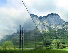 Eindrucksvoll verarbeitete Fassadenpaneele in Edelstahl-Spiegel-Optik bei MPreis in Völs/Tirol. Mirrors, Stainless Steel