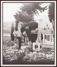 ΙΣΤΟΡΙΚΑ ΤΟΥ ΠΑΡΝΑΣΣΟΥ: ΔΙΣΤΟΜΟ 1945 : ΑΠΟ ΤΟΝ ΦΑΚΟ ΤΗΣ ΒΟΥΛΑΣ ΠΑΠΑΪΩΑΝΝΟΥ Military Branches, Great Photographers, Albania, Old Photos, Wwii, Crime, Greece, The Past, Black And White
