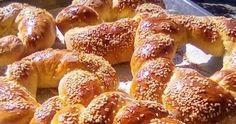 Από τα ωραιότερα αφράτα τραγανά γευστικά κουλούρια που θα έχετε φάει !!!    ΥΛΙΚΑ-ΕΚΤΕΛΕΣΗ-ΣΥΝΤΑΓΗ:  Βάζουμε στο μπολ 1 κιλό αλεύρι κάνου... Bagel, Doughnut, Food And Drink, Sweets, Bread, Candies, Easy, Desserts, Recipes