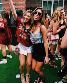Pin by frances weissler on florida state seminoles друзья, фотографии. College Game Days, College Fun, College Girls, College Life, Bff Goals, Best Friend Goals, Pool Girl, Eyes Closed, Videos Instagram
