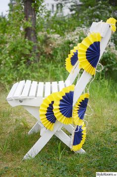 Tips on crafts and decoration for National Day on Saturday, Hanging Paintings, Outdoor Chairs, Outdoor Decor, Blue Yellow, Fathers Day, Goodies, Bear, Halloween, Crafts