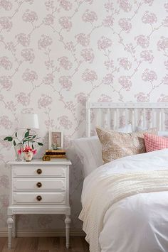 Duro Quick Up tapet Ester Marias Kammare Villa, Designers Guild, Vintage Floral, Toddler Bed, Design Inspiration, Cottage, Tapestry, Blanket, Bedroom